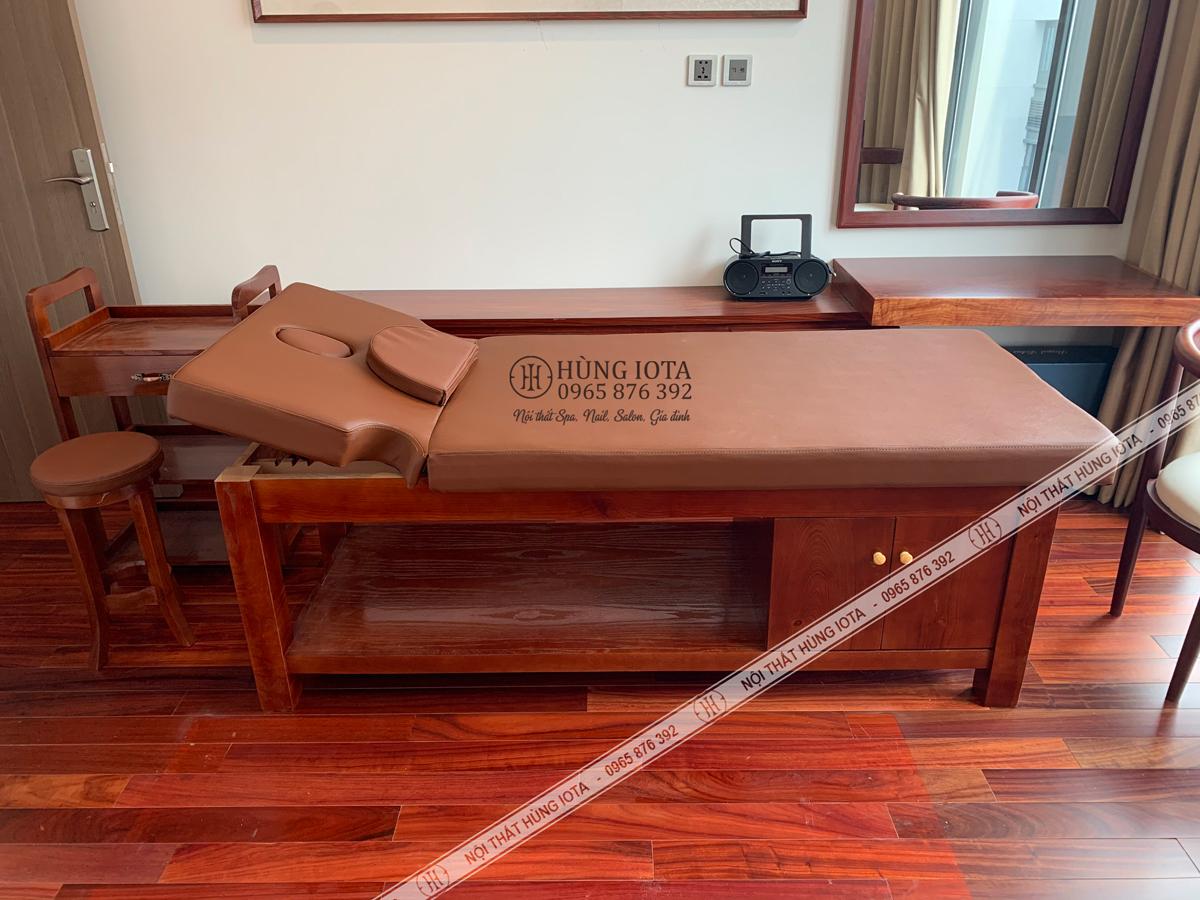 Lắp đặt giường spa cao cấp khoét tay có lỗ úp mặt đệm ở Kim Mã