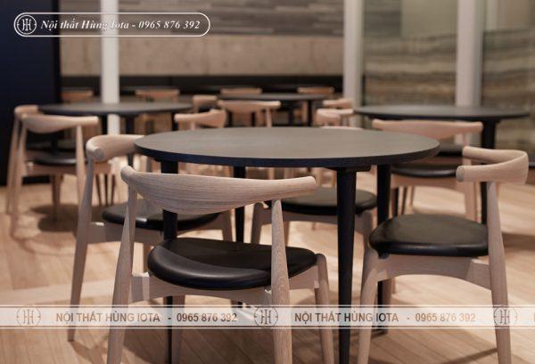 Bàn ghế gỗ đầu bò chân chéo decor