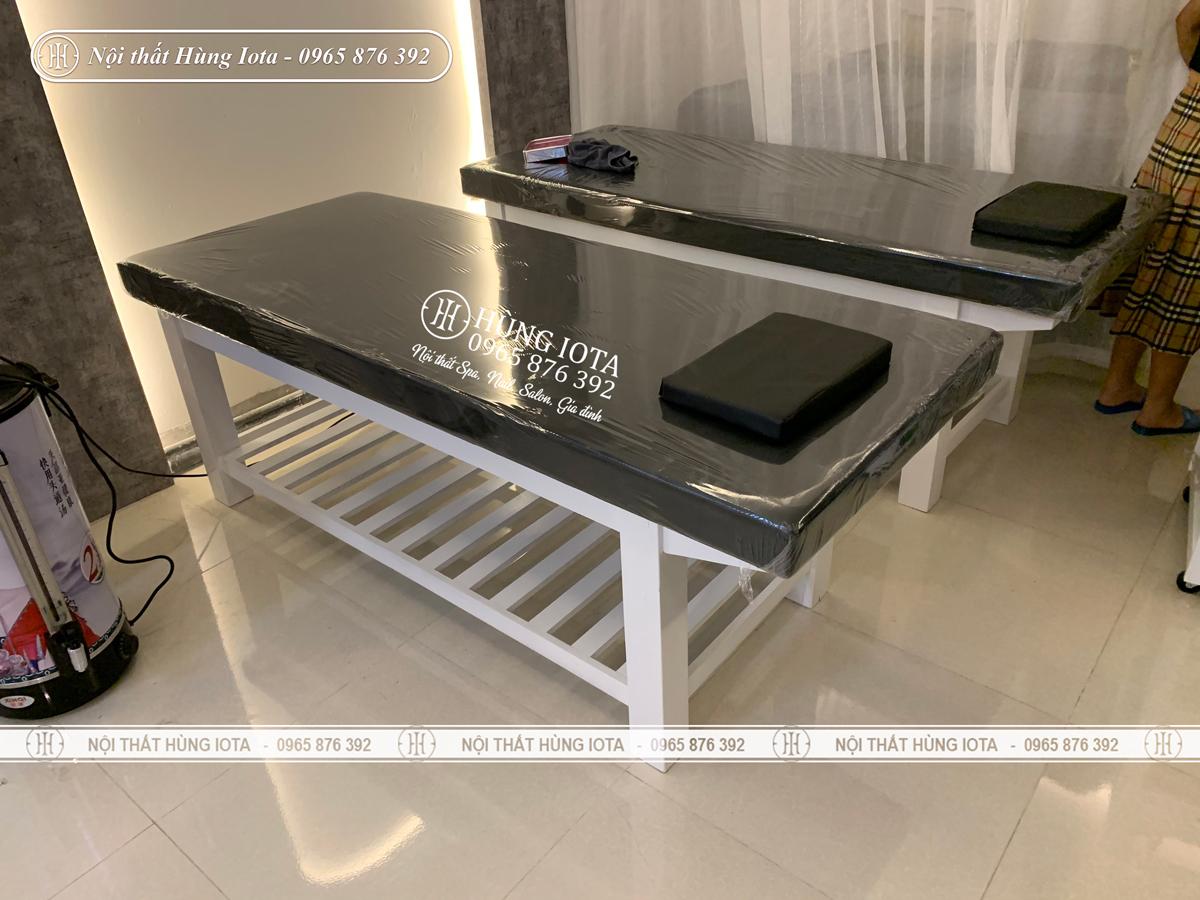 Giường spa gỗ sồi làm massage body lắp đặt cho Shin Beauty