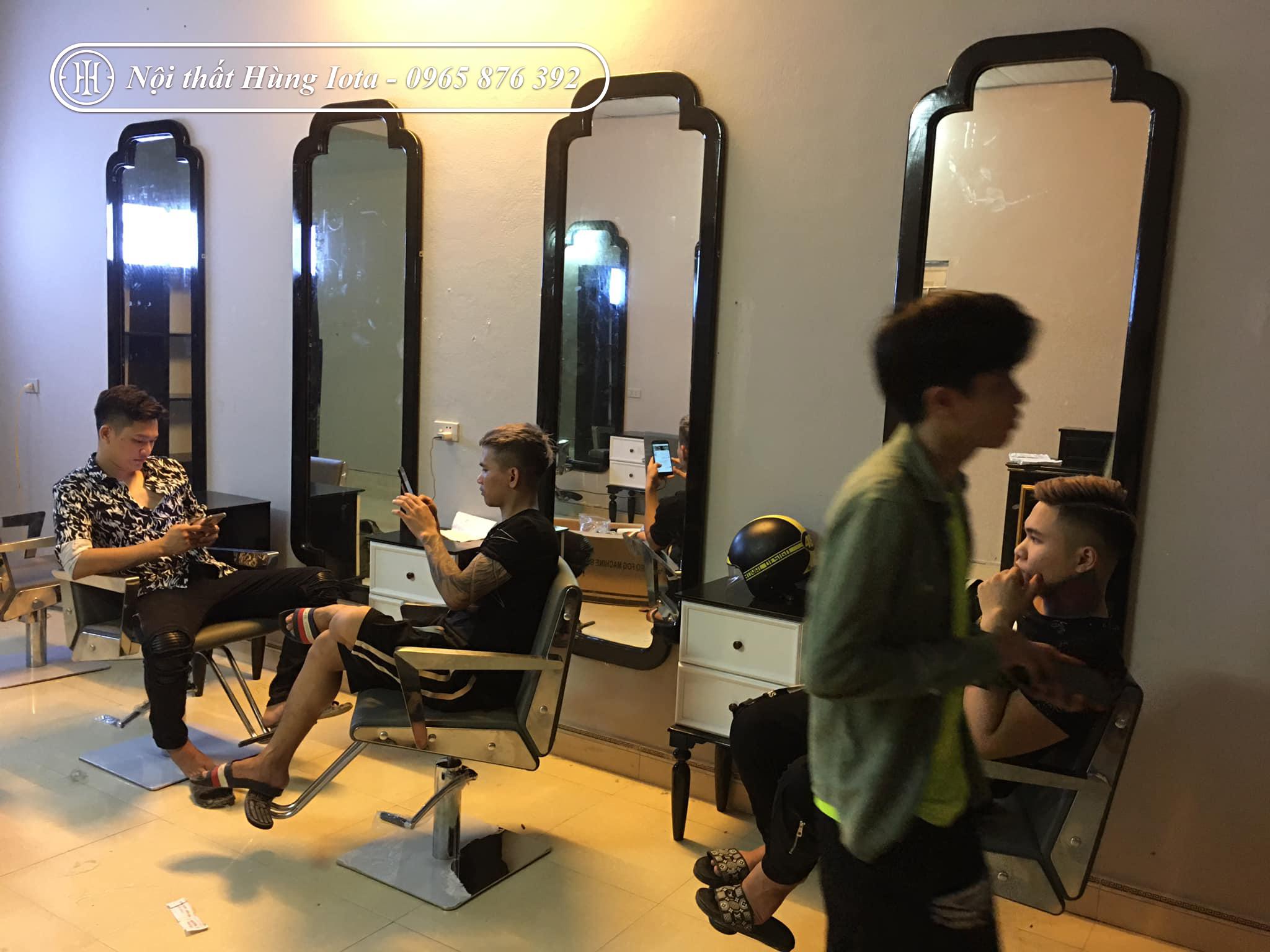 Gương cắt tóc khung gỗ đẹp giá rẻ tại xưởng sản xuất Hùng Iota