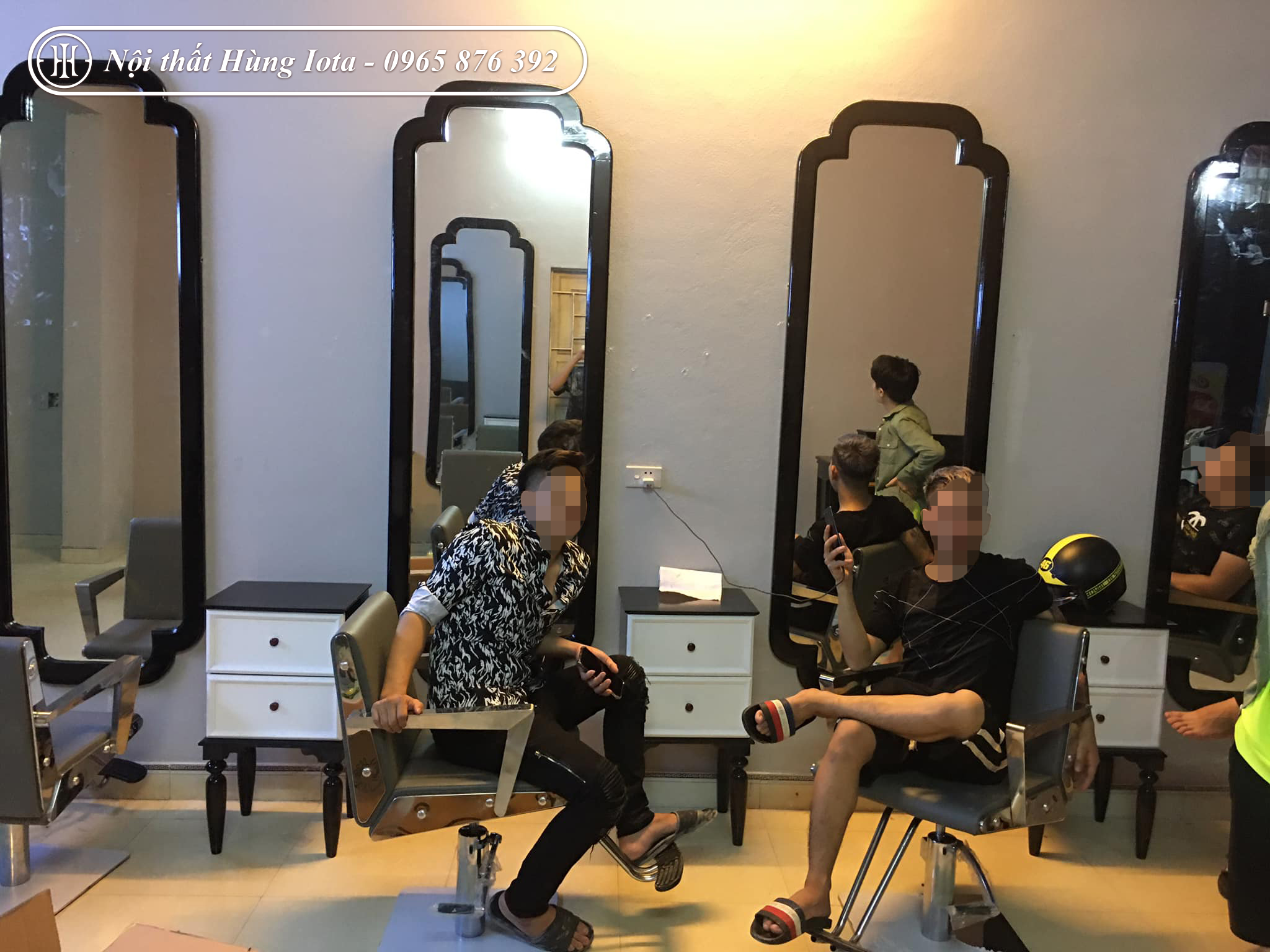 Lắp đặt gương cắt tóc hình chữ nhật khung gỗ vuông 4 đầu