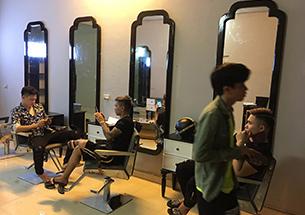 Thumb gương cắt tóc khung gỗ đẹp giá rẻ tại xưởng