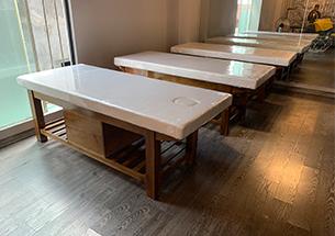 Thumb lắp đặt giường spa gỗ sồi có tủ màu hạt dẻ ở Đống Đa