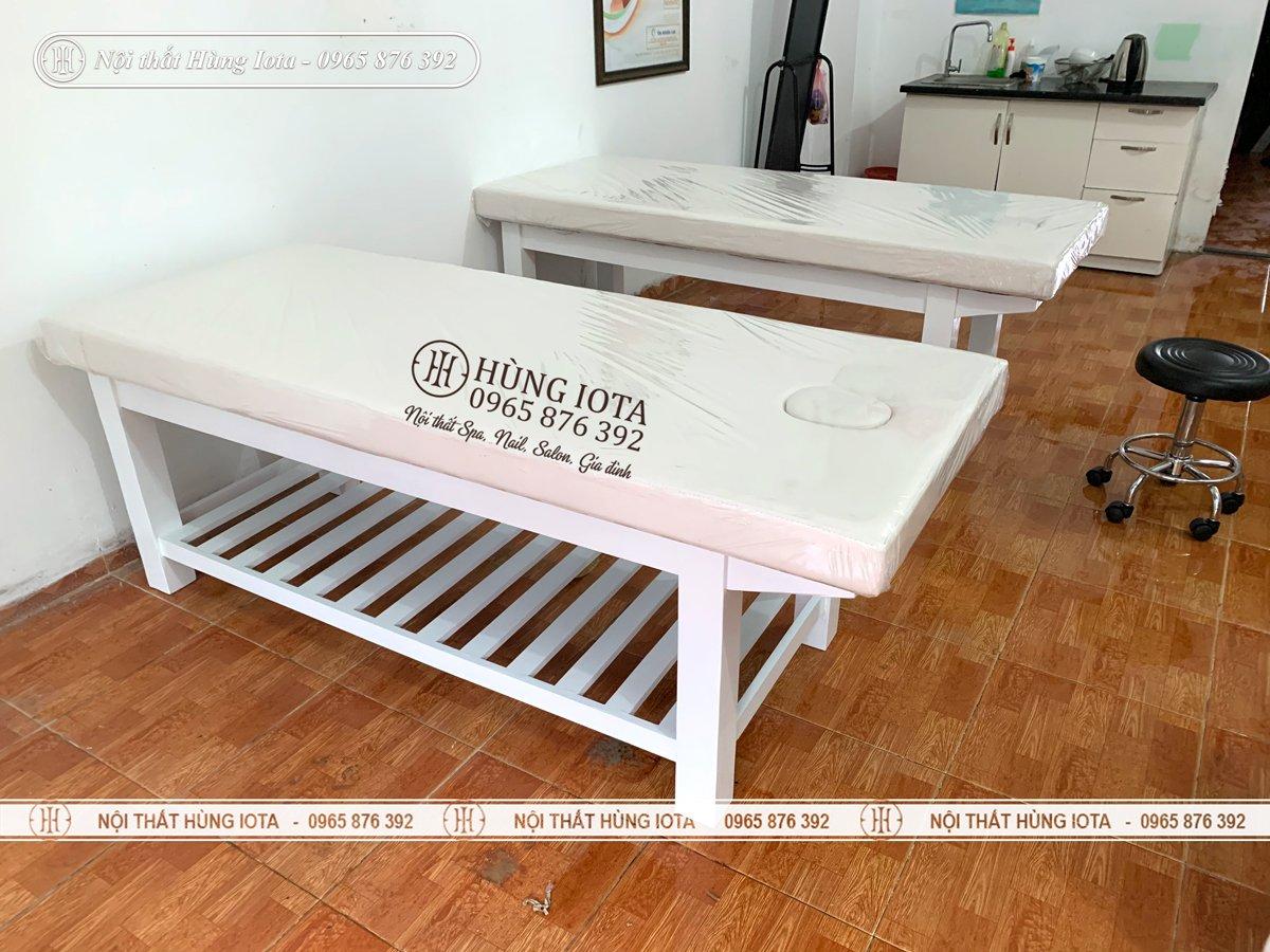 Lắp đặt giường spa màu trắng tại Hà Đông