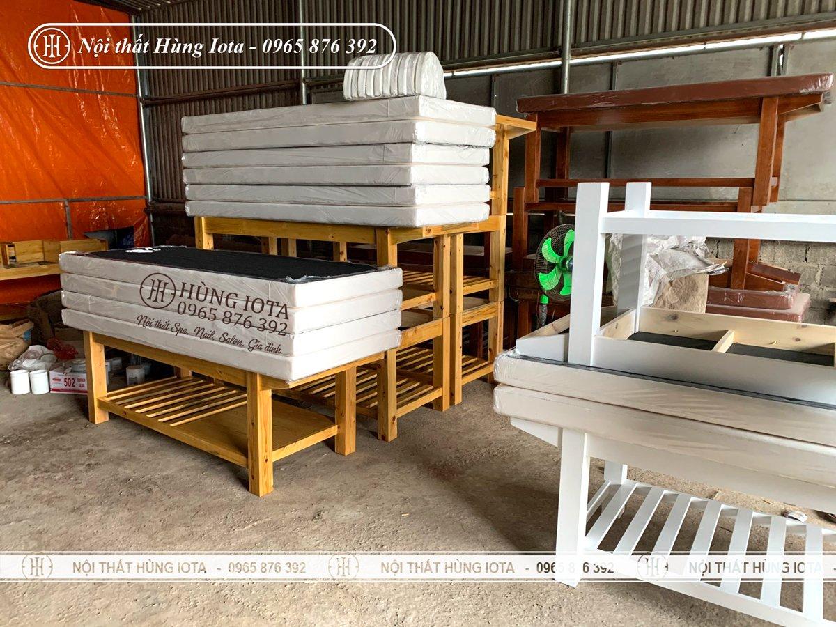 Xưởng sản xuất giường spa màu trắng gỗ thông