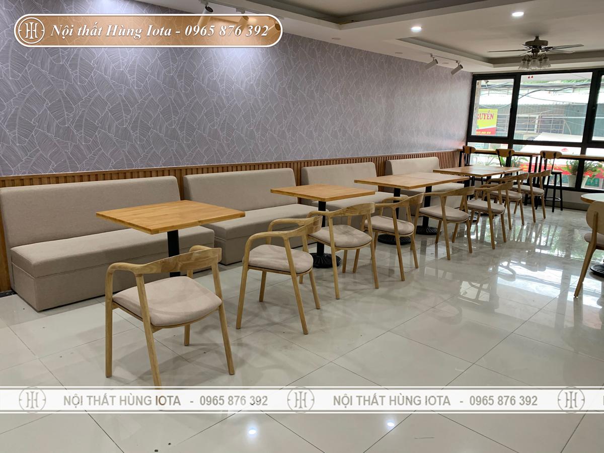 Bàn ghế gỗ cafe màu vàng gỗ đẹp sang giá rẻ ở Hà Nội