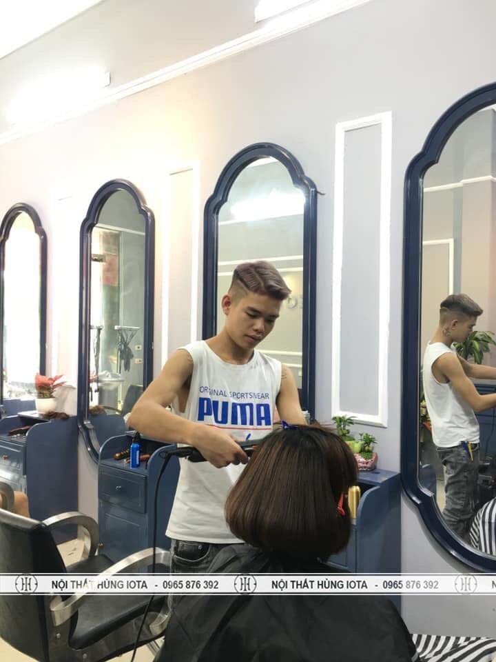 Gương cắt tóc hình trụ cách điệu tại xưởng