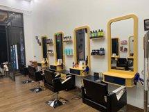 Gương cắt tóc liền tủ màu vàng phong cách năng động GCT43