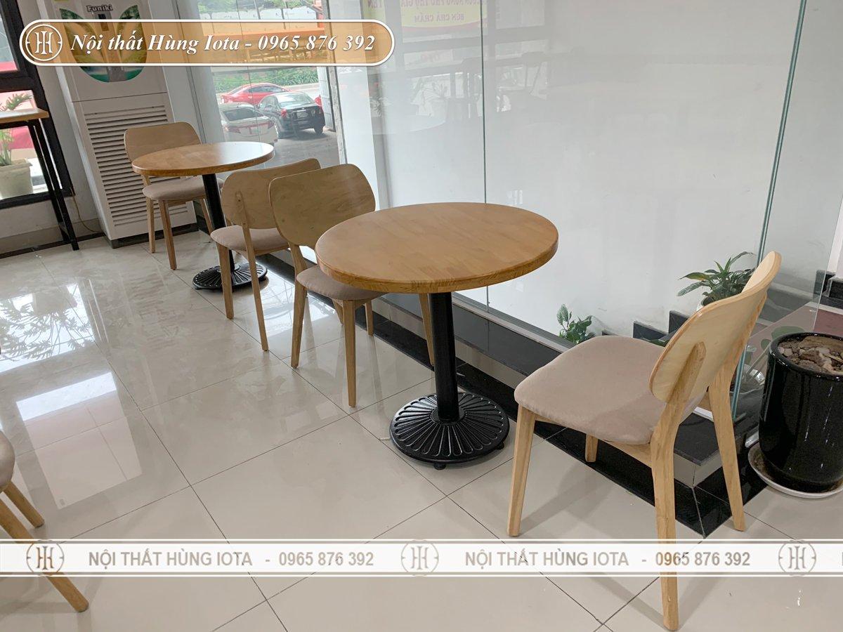 Bàn ghế decor màu gỗ trẻ trung
