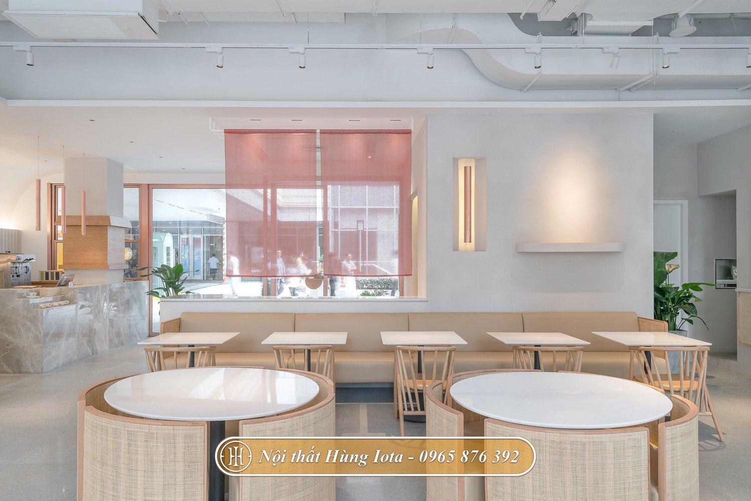 Bàn ghế hàng cafe màu be hiện đại