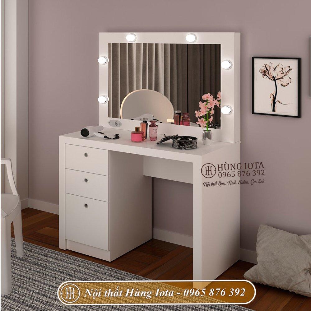 Bàn trang điểm decor có đèn màu trắng, khung gương hình chữ nhật