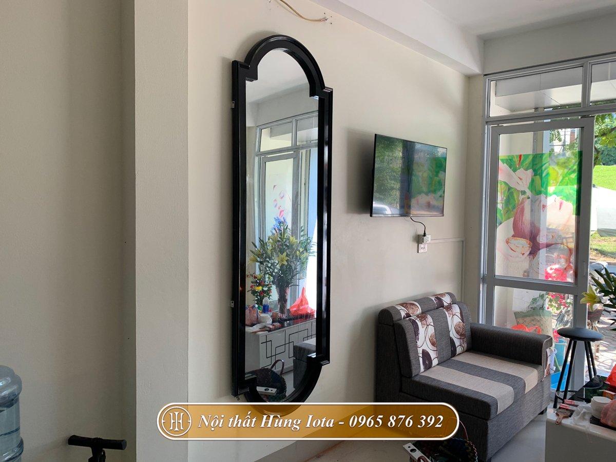 Gương đen hình trụ phong cách tân cổ điển