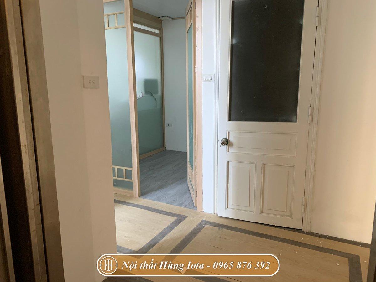 Khung cửa spa màu gỗ