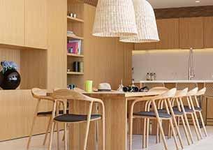 Bàn ăn gia đình 10 ghế decor Neva có tay màu gỗ tự nhiên sang trọng