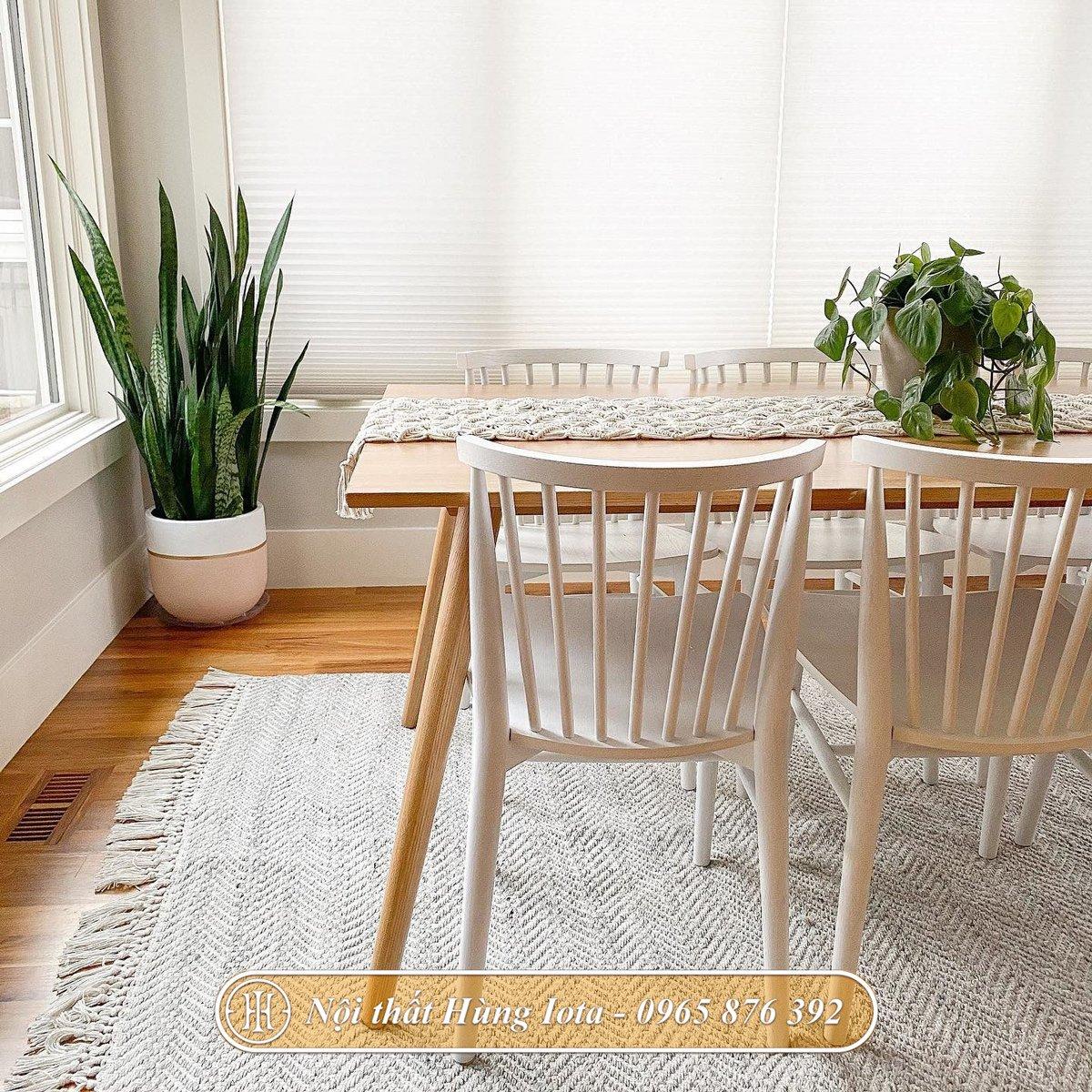 Ghế ăn có tựa nan gỗ thiết kế đơn giản
