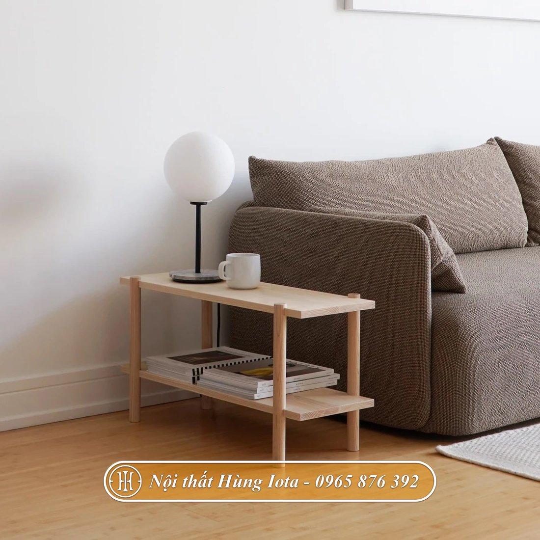 Kệ gỗ nhỏ decor cạnh sofa