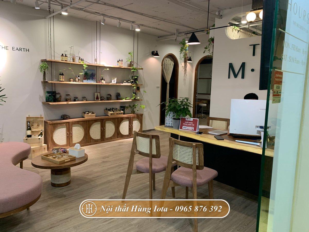 Kệ gỗ trưng bày sản phẩm decor