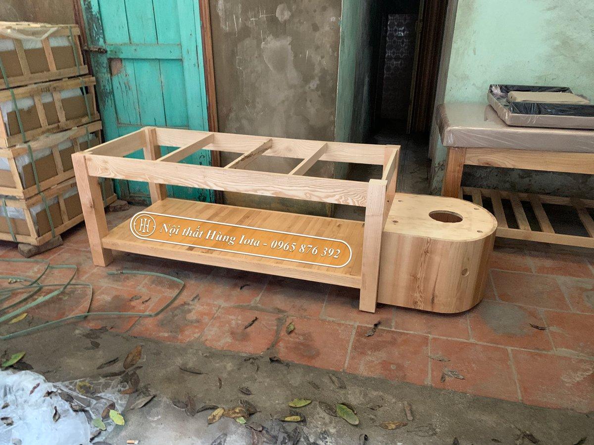 Khung giường gội làm từ gỗ thông