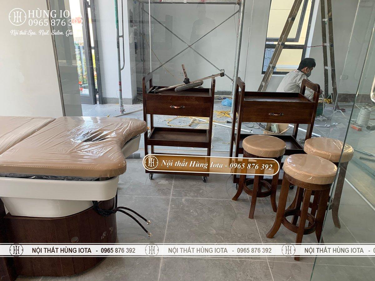 Thiết kế nội thất spa màu óc chó ở Vĩnh Phúc