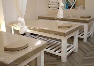 Thumb lắp đặt giường spa màu trắng kem ở Hoàn Kiếm