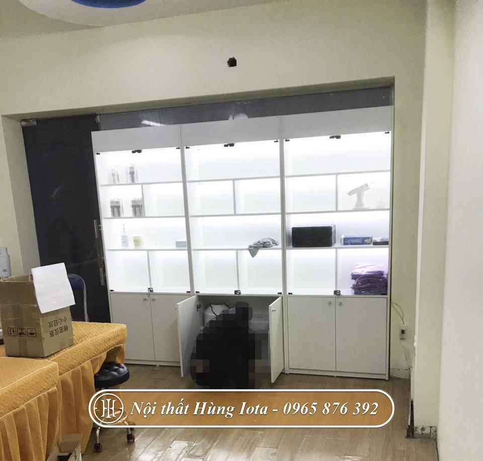 Tủ trưng bày sản phẩm spa màu trắng có đèn ở Hà Nội