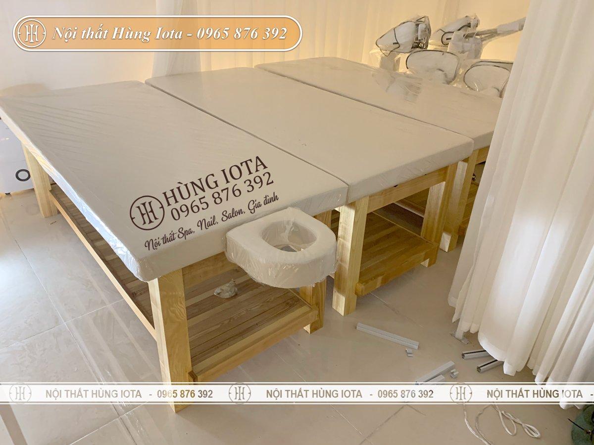 Giường spa màu gỗ tự nhiên đệm trắng