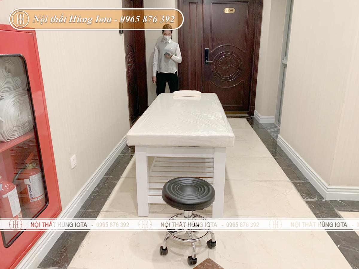Lắp đặt giường spa màu trắng ở chung cư Xuân Diệu, Quảng An