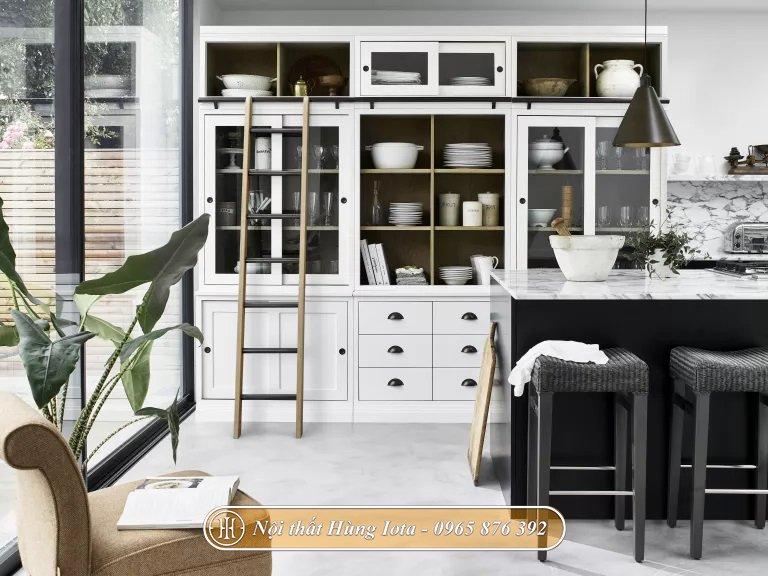 Thiết kế phòng bếp gia đình tông màu đen trắng ấn tượng