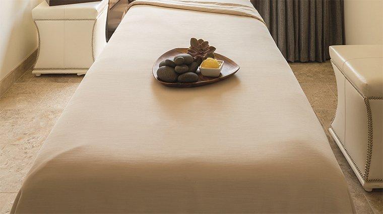 Giường massage spa màu trắng nhỏ gọn tại nhà