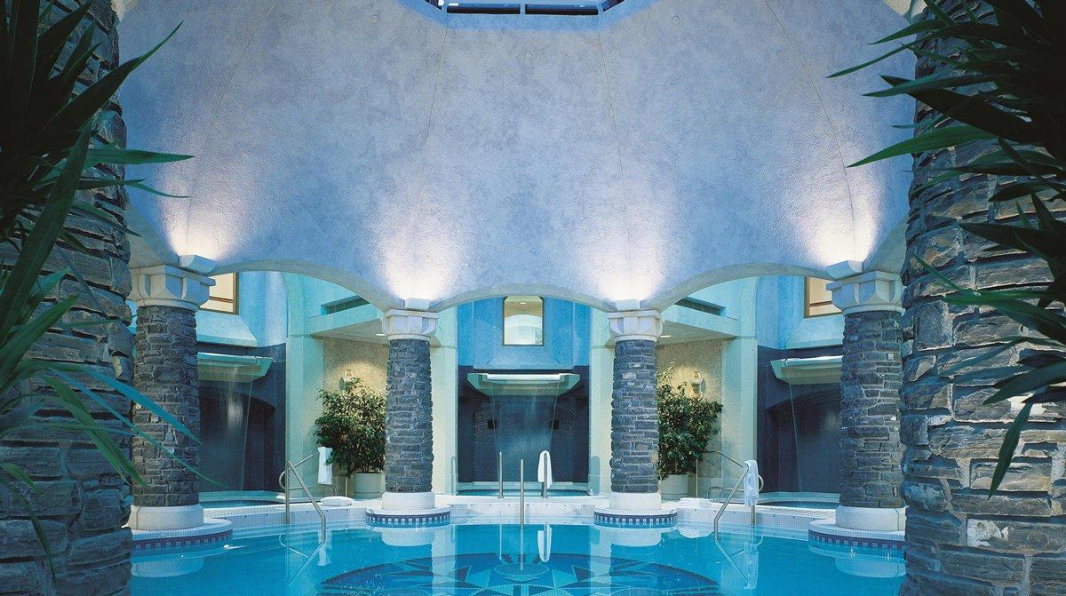 Thiết kế spa có bể bơi hiện đại