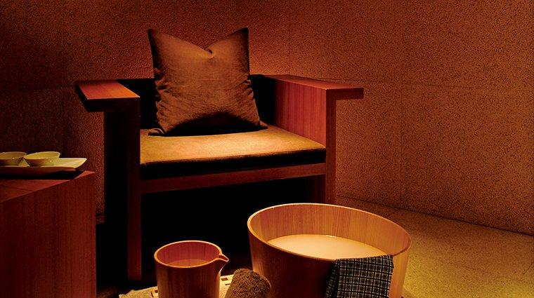 Ghế gỗ ngồi massage cho spa