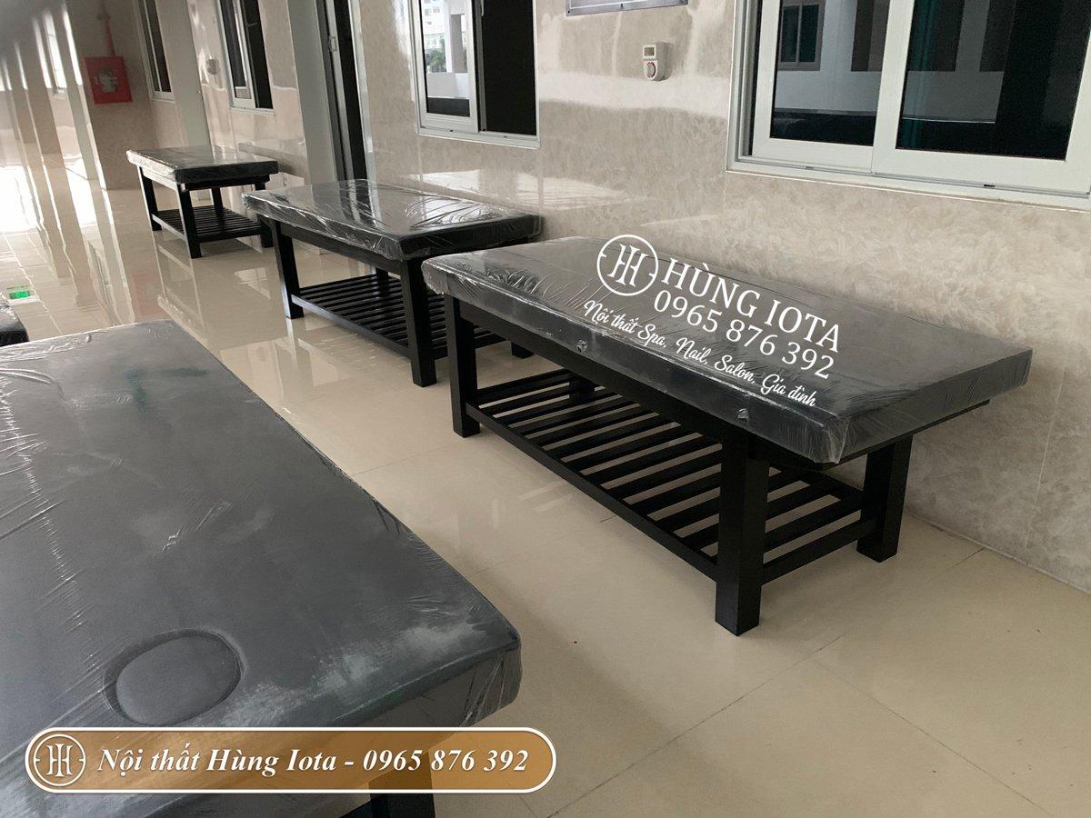 Giường massage cao cấp màu đen cho bệnh viện