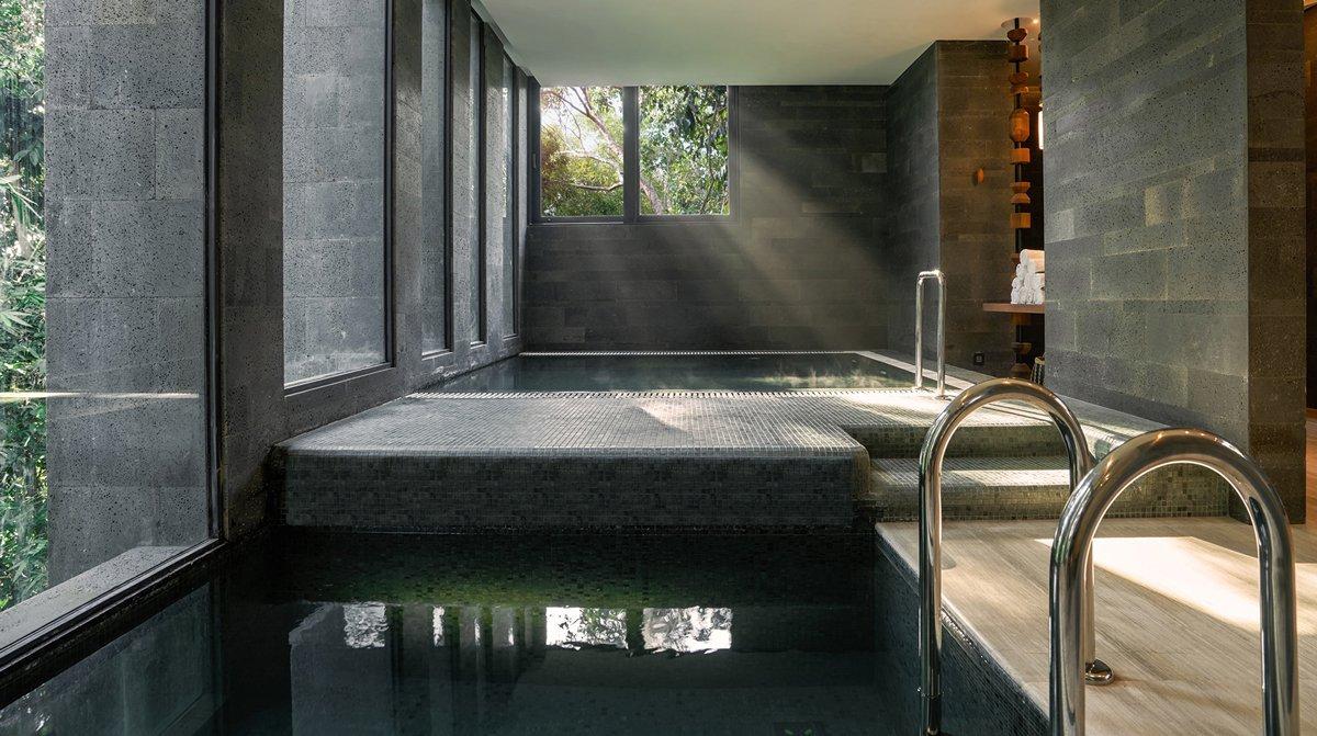 Thiết kế bể bơi hiện đại cho spa