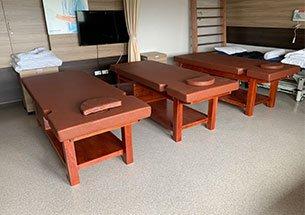 Thumb giường massage gỗ cho bệnh viện cao cấp