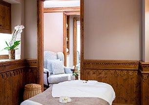 Thumb trang trí spa đẹp sang trọng bằng nội thất gỗ