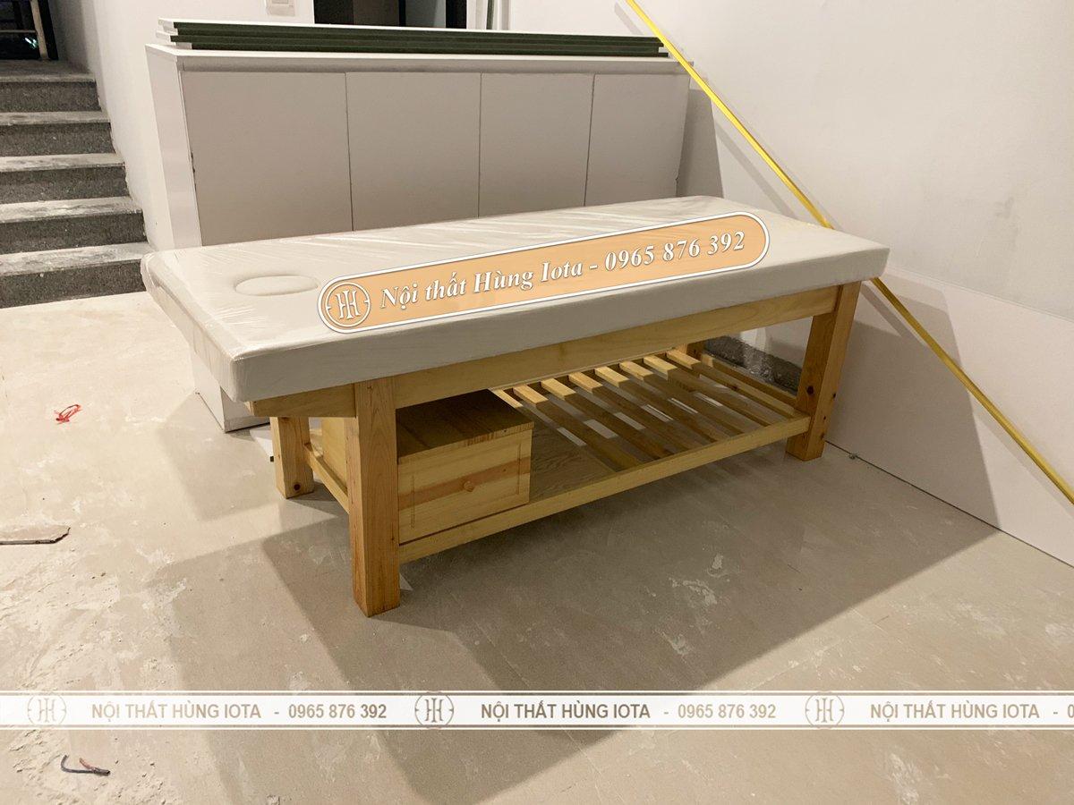 Giường spa gỗ thông có tủ đựng đồ tại Minh Khai