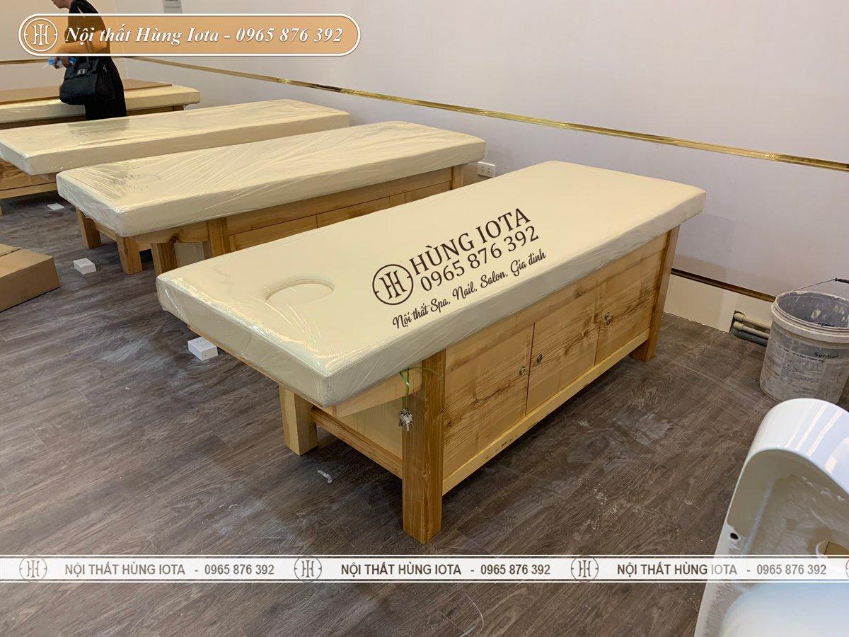 Lắp đặt giường massage body màu gỗ cho spa tại chung cư
