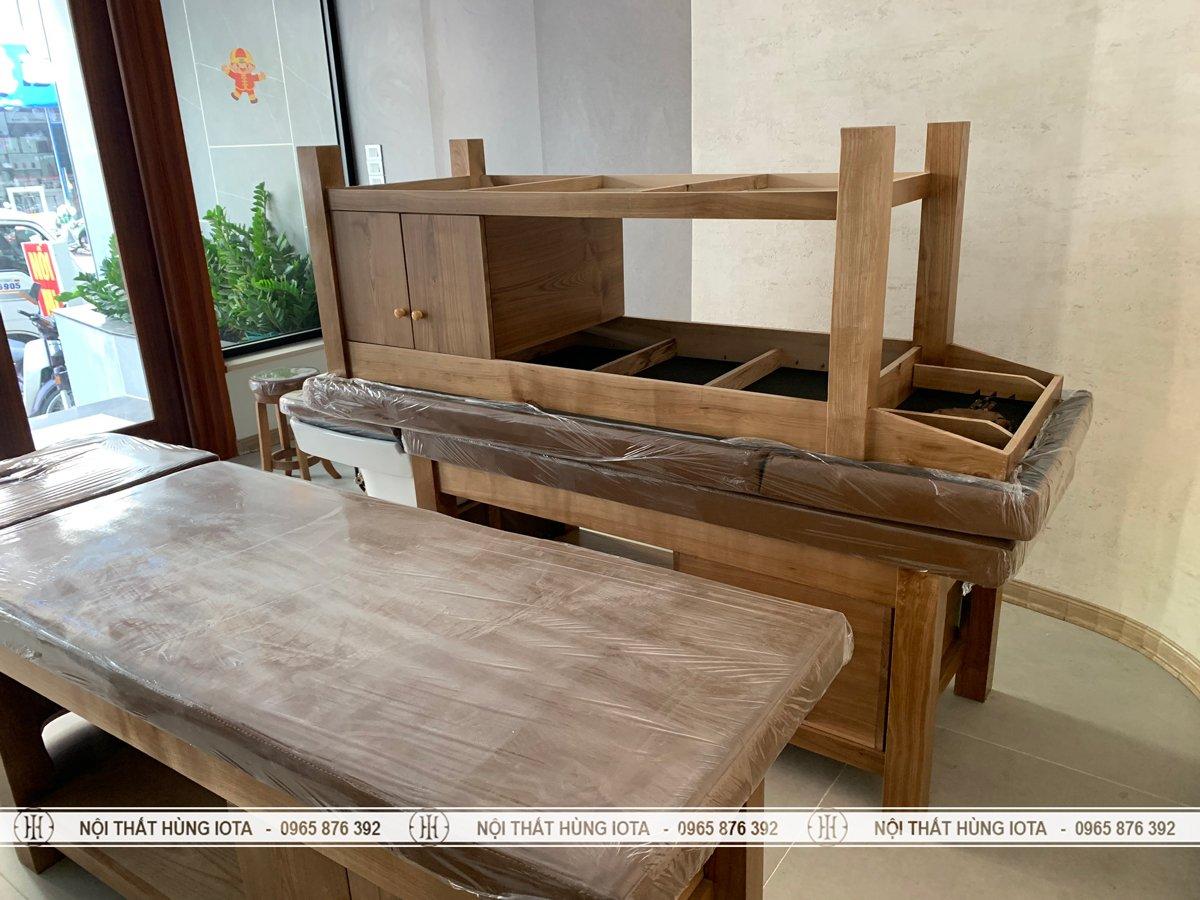 Lắp đặt giường massage nâng đầu gỗ sồi bền đẹp
