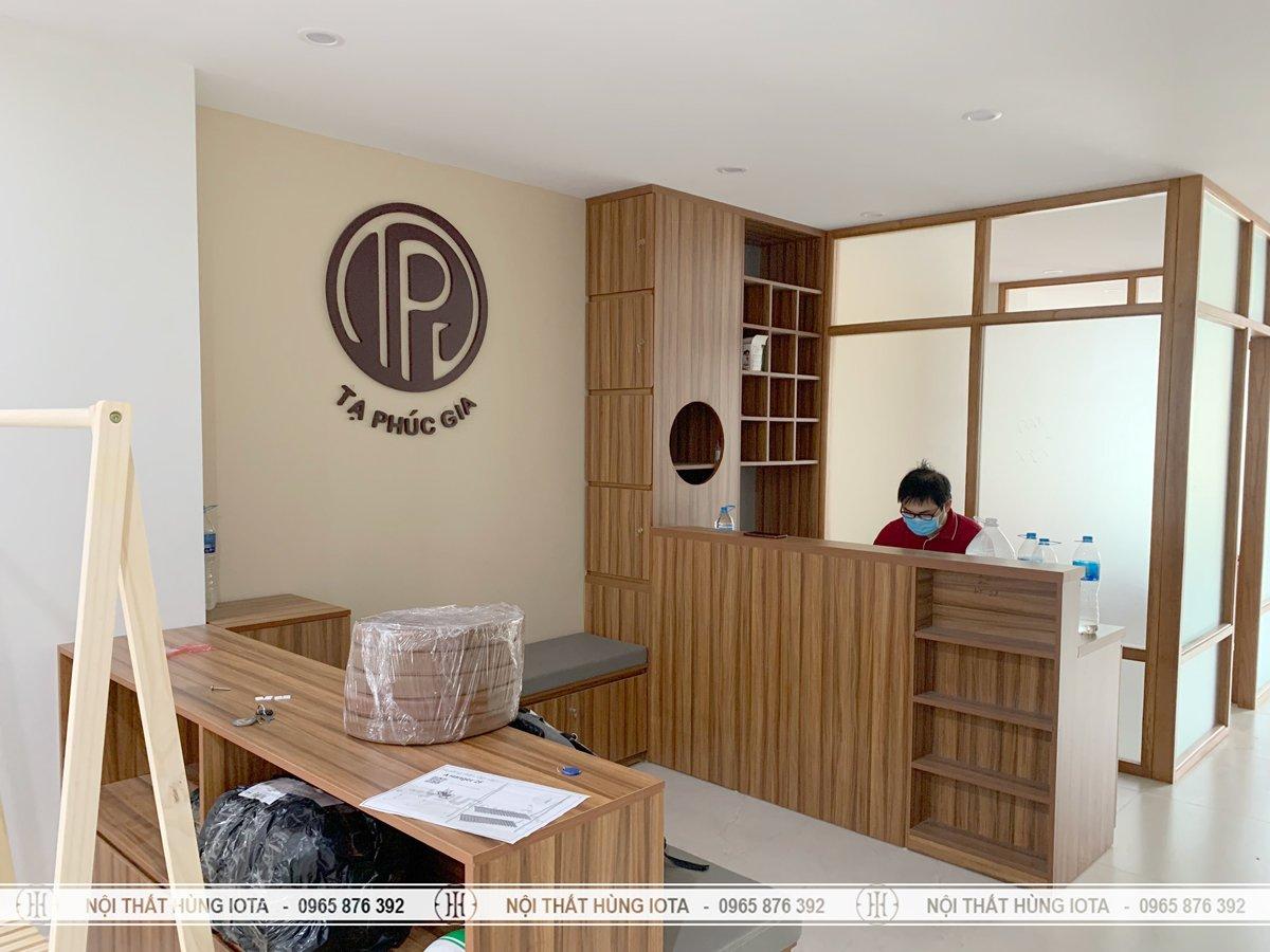 Lắp đặt nội thất spa Tạ Phúc Gia tone màu nâu gỗ