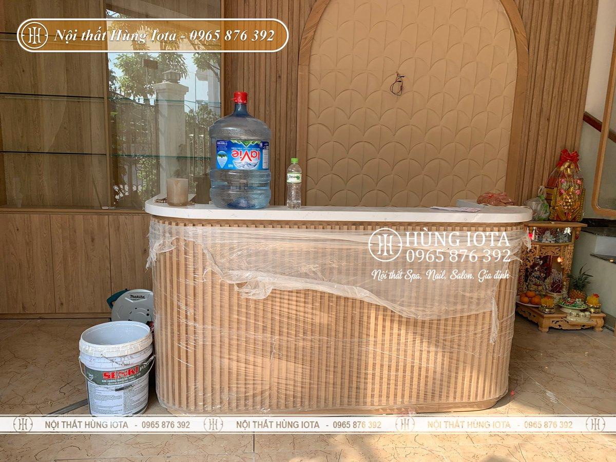 Lắp đặt quầy thu ngân màu gỗ cho spa dưỡng sinh