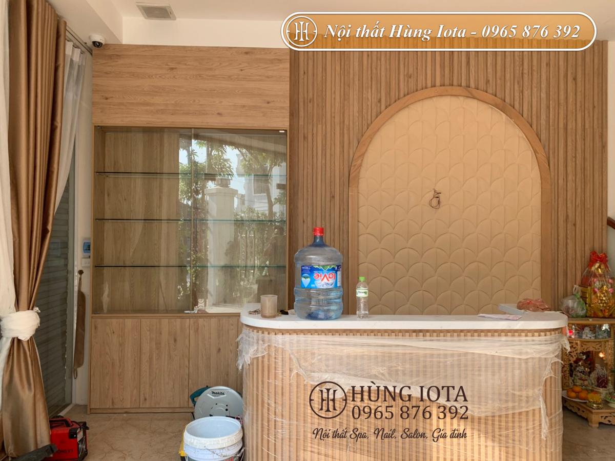 Lắp đặt tủ sản phẩm chất liệu gỗ cho spa dưỡng sinh đông y