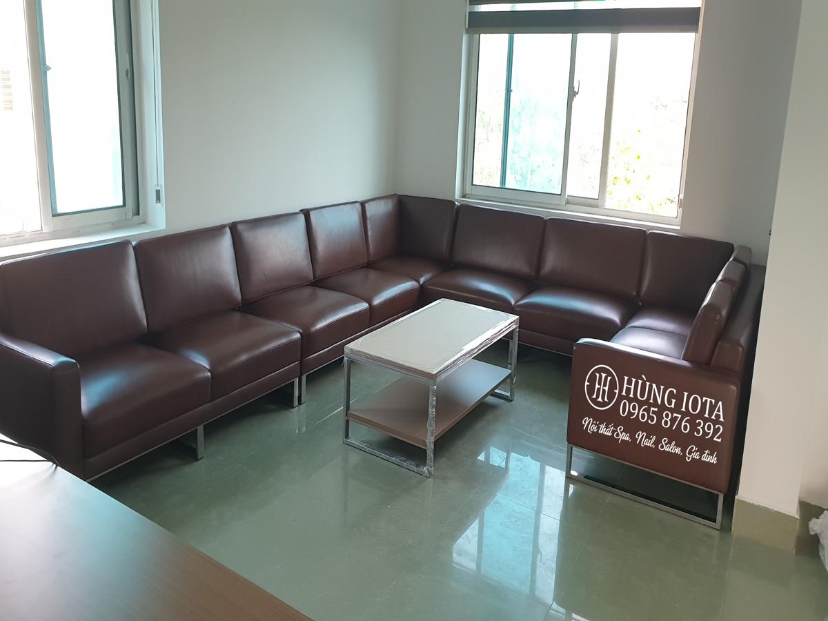 Sofa bọc da màu nâu sang trọng cho spa