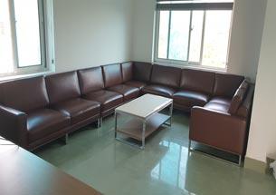 Sofa bọc da cao cấp màu nâu sang trọng cho gia đình, spa, thẩm mỹ viện SFGD37