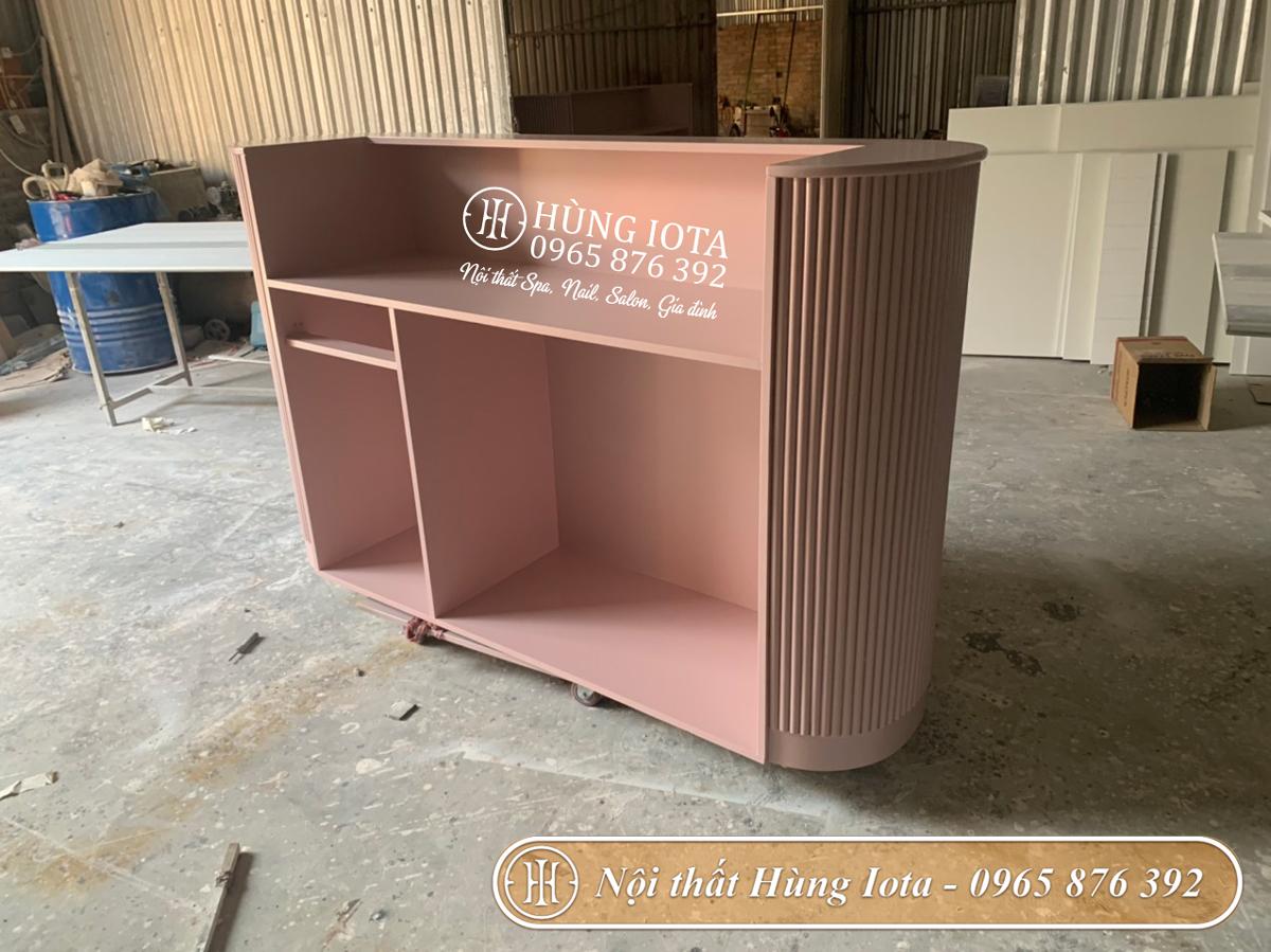 Xưởng sản xuất quầy lễ tân màu hồng