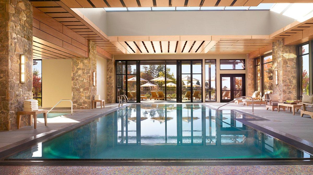 Thiết kế bể bơi trong nhà cho spa phong cách đương đại