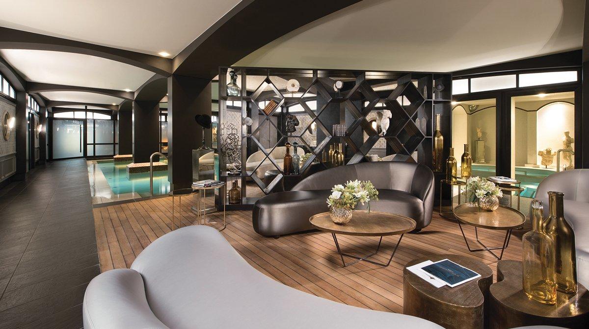 Thiết kế nội thất spa tone trắng đen đẳng cấp