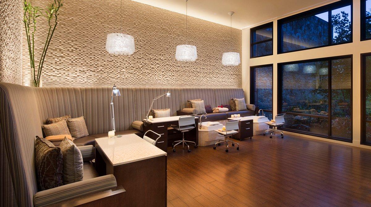Thiết kế phòng làm nail trong spa phong cách đương đại