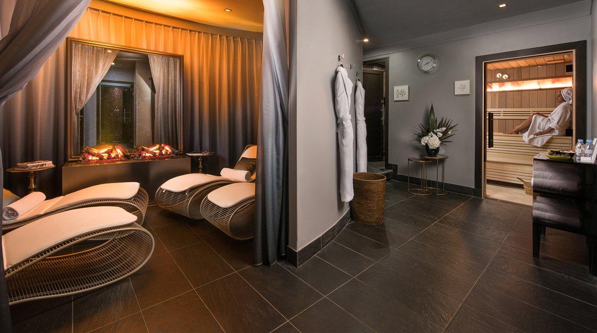 Thiết kế phòng spa hiện đại tone trắng đen