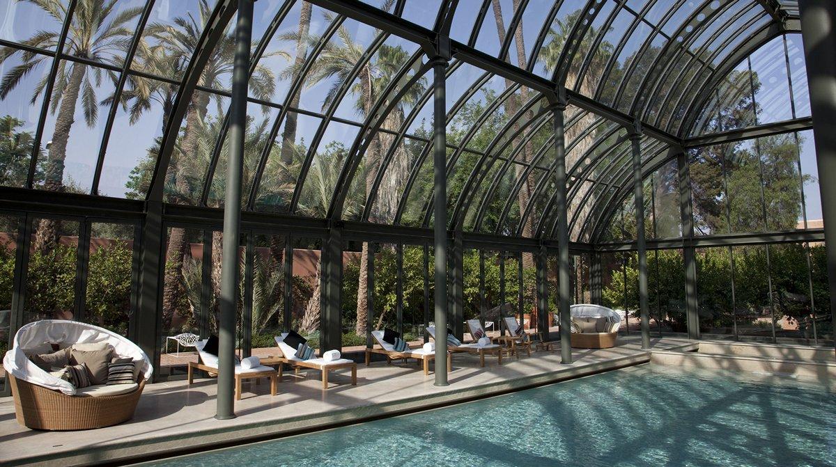 Thiết kế thẩm mỹ viện có bể bơi ngoài trời