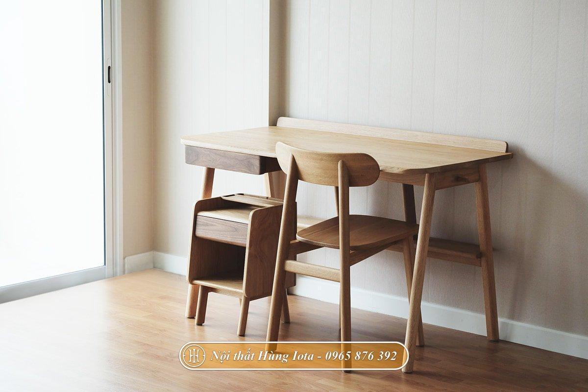 Bàn ghế học sinh màu gỗ mộc mạc